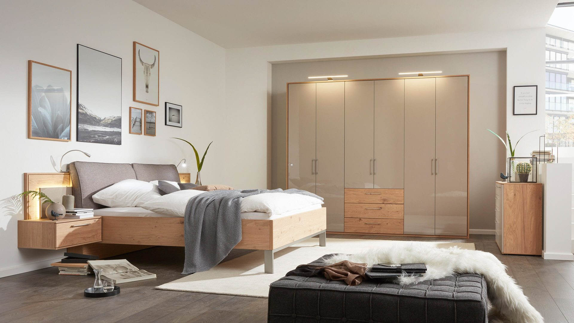 Interliving Schlafzimmer Serie 1008 – Kleiderschrank, taupefarbene,
