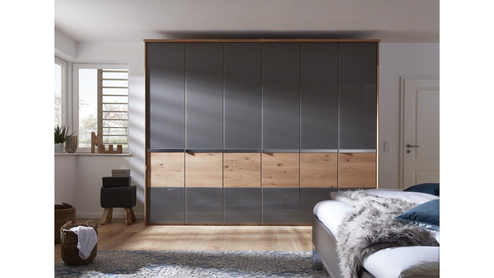 Interliving Schlafzimmer Serie 1202 – Kleiderschrank, teilmassive,