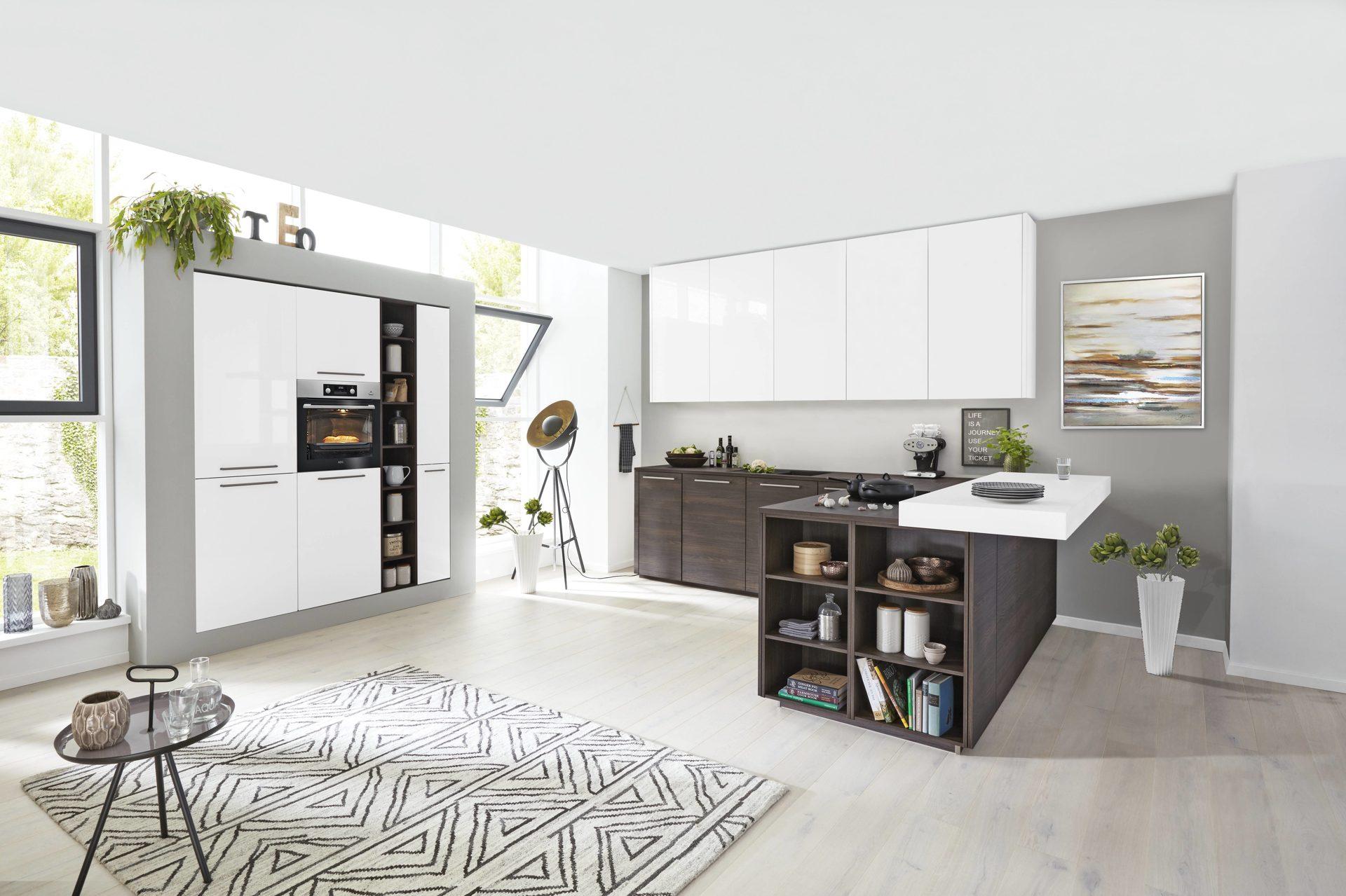 Interliving Küche Serie 3003 mit AEG Einbaugeräten, weiße ...