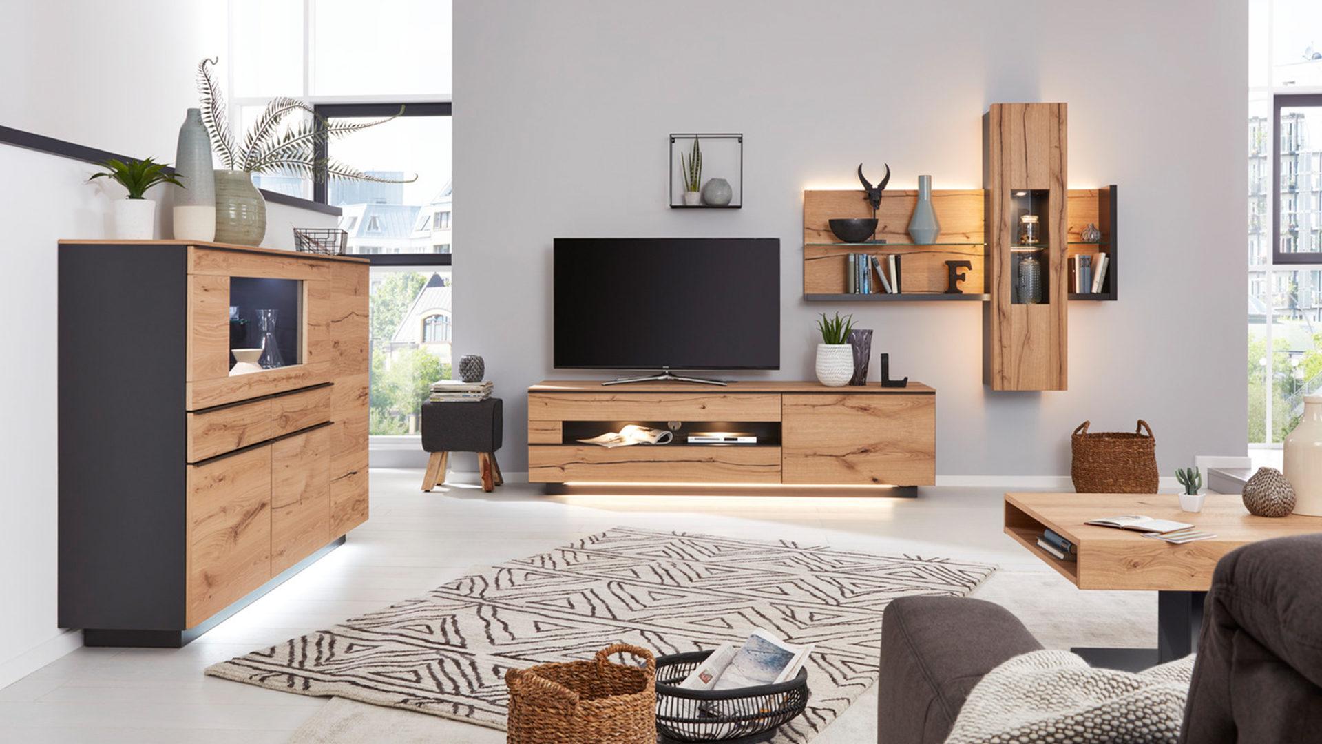 Interliving Wohnzimmer Serie 2103 – Highboard 560713 mit Beleuchtung,  schieferschwarzer Lack & Asteiche - zwei Türen, zwei Sc