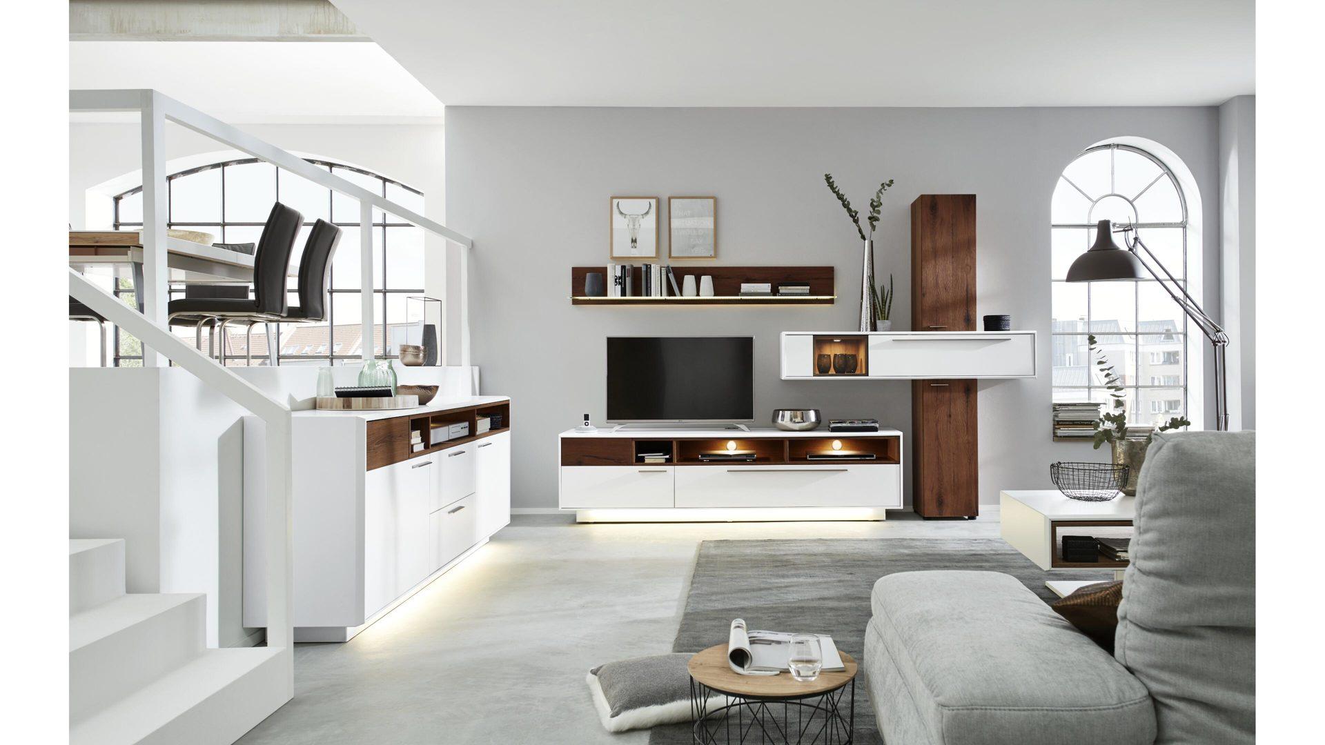 Interliving Wohnzimmer Serie 2102 – Wohnkombination 510801S mit Beleuchtung  , dunkles Asteiche-Furnier & weißer Mattlack –
